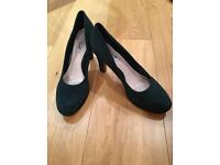 Green suede shoes UK 8