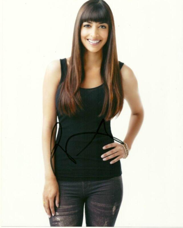 New Girl Hannah Simone Autographed Signed 8x10 Photo COA