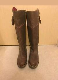 Brown leather boots size 8. Joules.