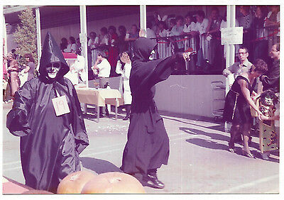 Vintage 80s PHOTO Pair Grim Reapers Ghouls Halloween Costumes In Office - Costumes In Pairs