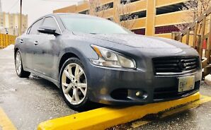 2012 Nissan Maxima sport . Fully loaded with 126000km