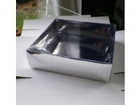 Pack of 10 silver ( or white) paper boxes with clear lid / reversible
