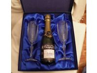 City of Glasgow commemorative champagne /glasses-boxed as new