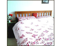 Need gone ASAP! New Kingsize duvet set including 2 pillowcases, in excellent condition