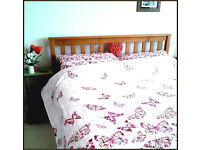 New Kingsize duvet set including 2 pillowcases, in excellent condition