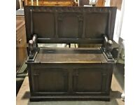 Jacobean Style Dark Elm & Beech Panelled Monks Bench - Circa 1970 - Carved Lions