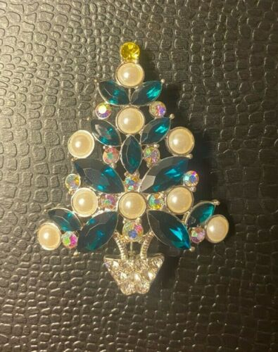 Avon 2011 Collectible Christmas Tree Pin Silver Green Faux Pearls