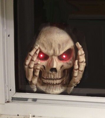 Halloween Scary Window (Scary Peeper RED Light-Up Reaper Peeper Decoration Halloween Window)