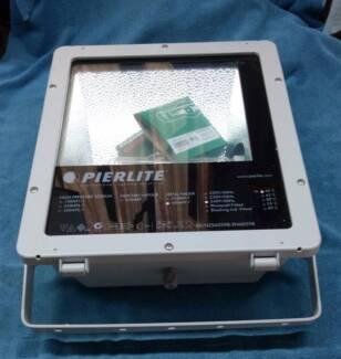 Pierlite - 400W MH Floodlight 240V