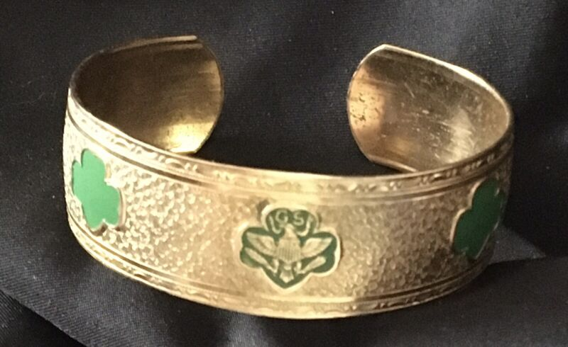 VERY RARE 80 YEARS OLD VINTAGE GIRL SCOUT BAND BRACELET-1941 ONLY-GREEN TREFOILS