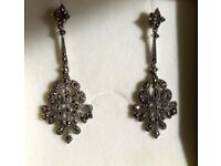 Vintage style wedding/bridal earrings (in original box/never been worn)