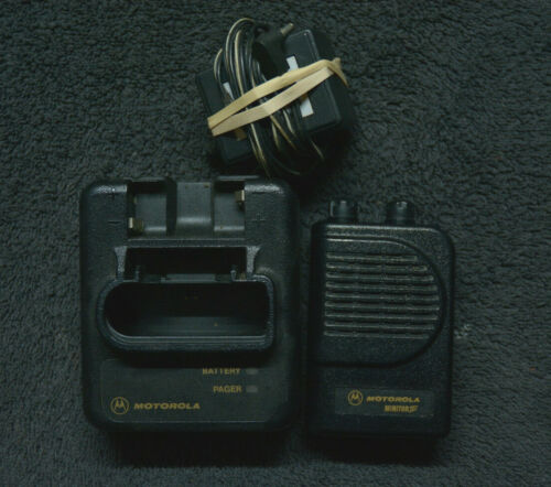 Motorola Minitor III UHF Pager with Charger