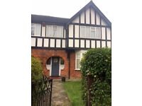 Four Bedroom Semi-Detached House Osterley