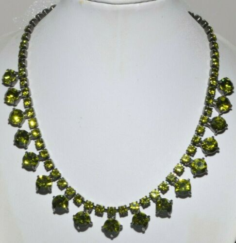 GORGEOUS VINTAGE CLAW SET OLIVE GREEN RHINESTONE NECKLACE