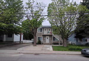 Extremely quiet 3-1/2 on Boul Jarry, Laval. available end July.