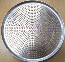"""16"""" Aluminium Pizza Pans With Non-Stick Round Perforated Holes - Pack of 10 (16"""") Pans"""