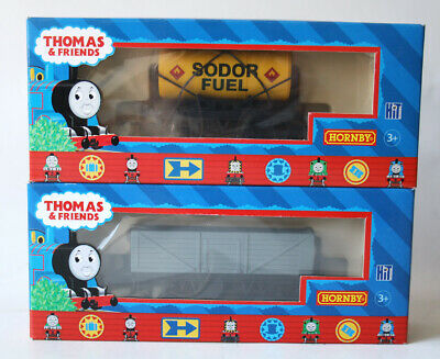 THOMAS & FRIENDS SODOR FUEL TANKER + TROUBLESOME TRUCK I TRAIN HORNBY 2005 NEW !