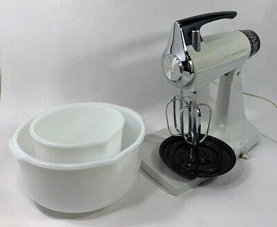 Sunbeam Mixmaster White & Chrome Stand Mixer-White Milk Glass Bowls-Beaters VTG