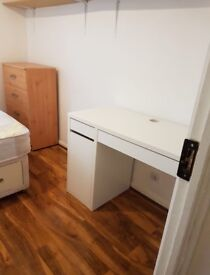 Double bedroom with good space near brixton