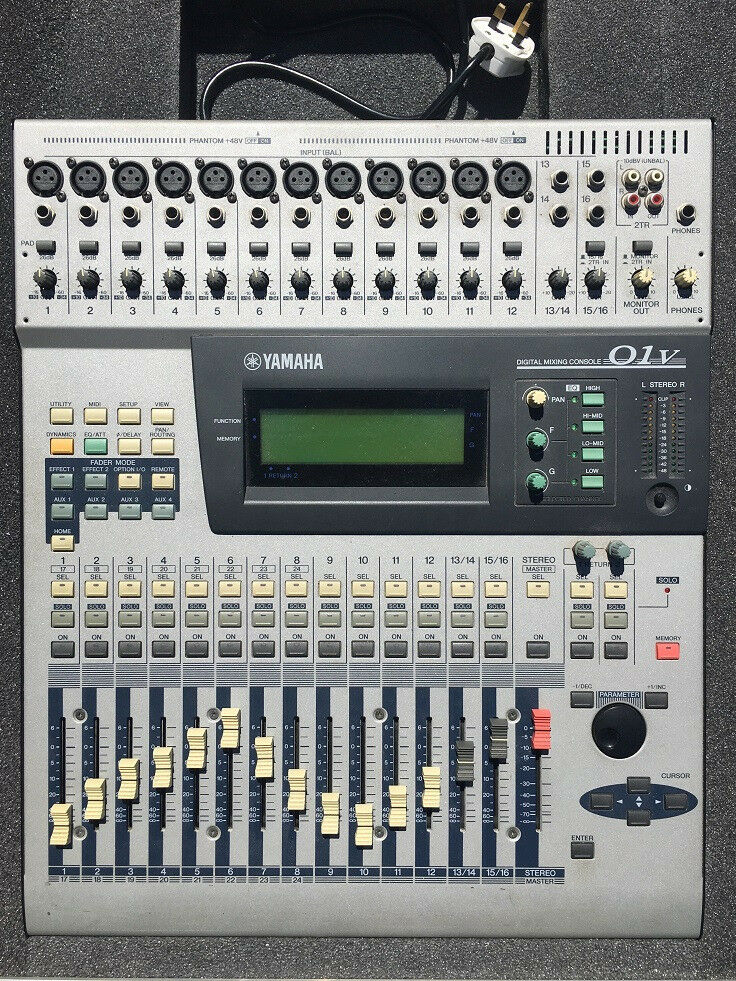 Professional Yamaha 01V / O1V Digital Mixer Flightcase ADAT / MY8-AT Card