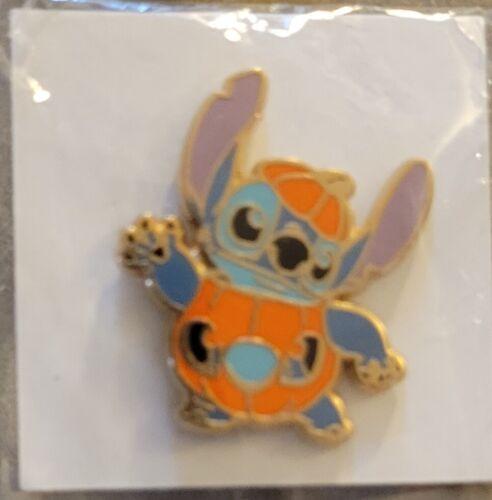 Disney Japan Seven-Eleven Halloween Stitch Jack-O-Lantern Pumpkin Gift Pin