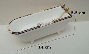 Baignoire miniature en porcelaine maison de poup e vitrine - Vitrine salle de bain ...