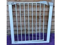 Safety Gate. Lindam Easy-fit delux safety gate.