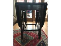 Solid wood gateleg table in very good condition. Two table leafs . Can seat 6 when open.