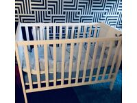 White baby cot excellent condition
