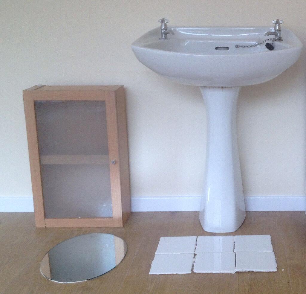 Large Bathroom Pedestal Sink  Like New! Complete   Tile Splashback, Mirror  U0026 Bathroom