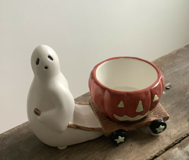 Yankee Candle Halloween GHOST PULLING PUMPKIN Tea-light Holder Candleholder