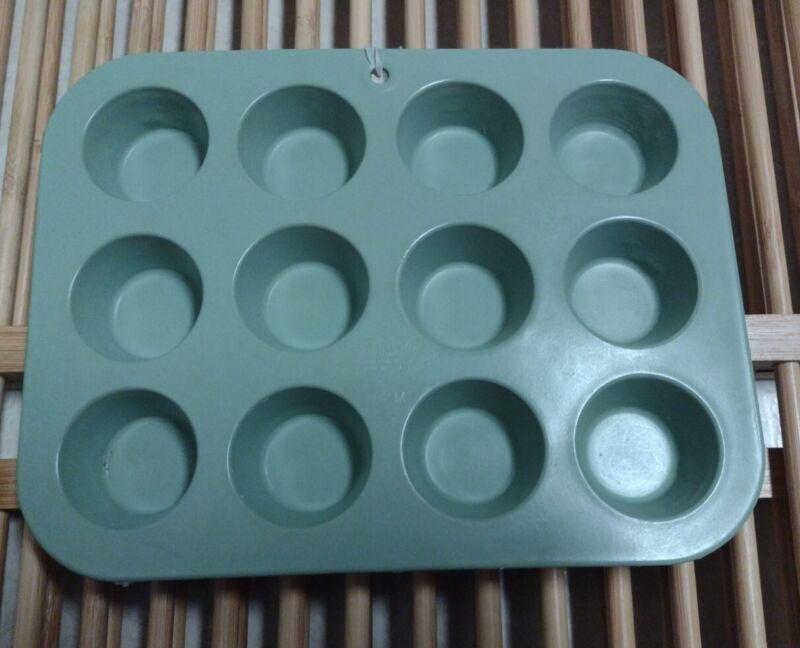 MCM Avocado Green VINTAGE MIRRO 182M  ALUMINUM MINI CUPCAKE MUFFIN PANS