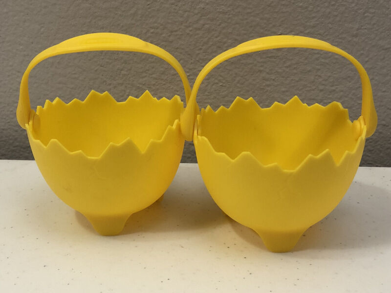 """LOT OF 2 TRUDEAU SILICONE POACHED CRACKED EGG HOLDER YELLOW APPROX 3.5"""" DIAMETER"""