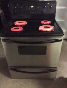 WORKING PERFECT FRIGIDAIRE STOVE $220