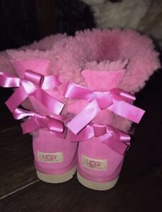 Women's pink uggs size 6