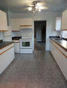 U  W 5 MINUTE WALK HUGE 3 BD ON CAMPBELL @ UNIVERSITY AVENUE