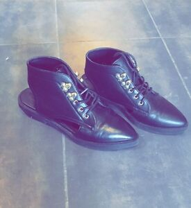 Chaussures 15$