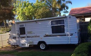 2009 Windsor Genesis Family Caravan Sleeps 4 with bunks