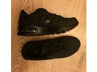 Boys junior size 1 Nike air max command trainers all black like new