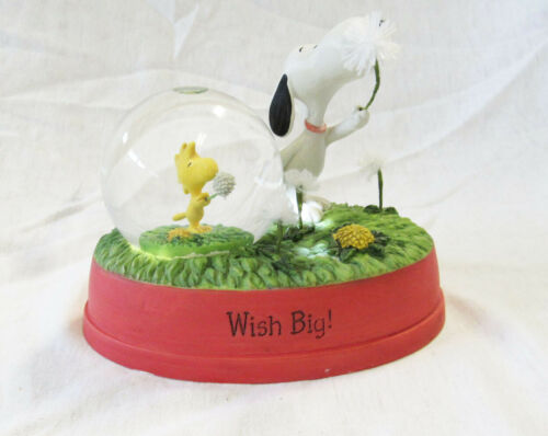 2012 Peanuts Gallery Wish Big! Snoopy and Woodstock Snow Globe Hallmark