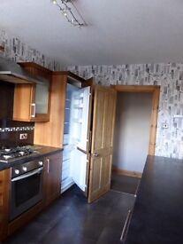 2 Bed Upper flat. Own door and garden