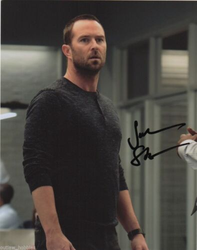 Sullivan Stapleton Blindspot Autographed Signed 8x10 Photo COA #A5