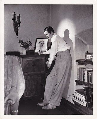 Robert Young Vintage 1938 Candid Beverly Hills Home Carpenter Mgm Portrait Photo