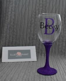 Personalised glitter glasses