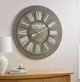 Large oak furniture land clock