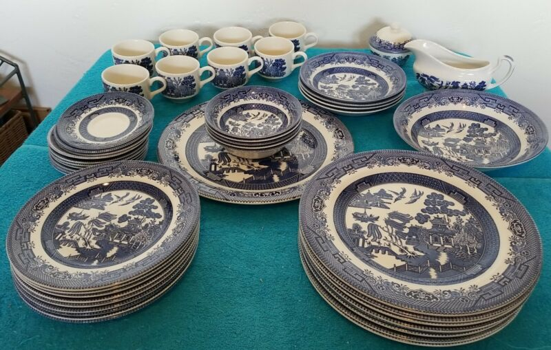 CHURCHILL MADE IN ENGLAND - BLUE WILLOW DISH SET - EXCELLENT CONDITION 46 pieces