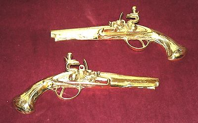 (VINTAGE SET 2 BRASS GUN POWDER PISTOL WALL HANGER 9.25