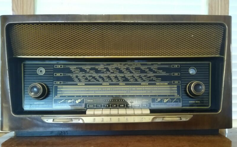 Vintage Grundig Model 3090/56 Ferndirigent Tabletop Working AM/FM/SW Tube Radio