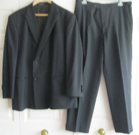 Mens Black Evening/Dinner Suit - 44 jacket and 40 trousers