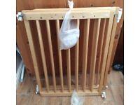 Mothercare Safest Start Wooden Extending Stair Gate